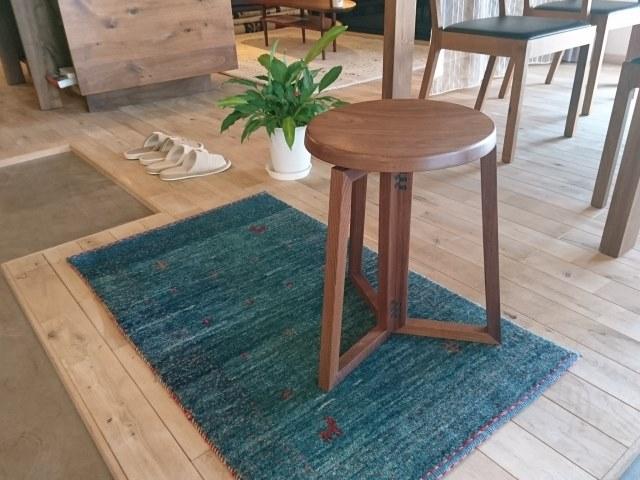 脚やひじ掛けなどで椅子を見分ける〜修理は種類に応じてご依頼を〜