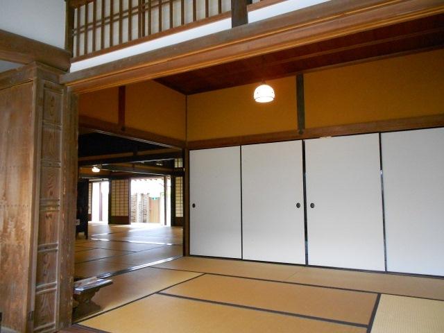 オーダーメイドのソファーをお求めの方は【AZUMA】へ〜和室にも合う椅子をお作りいたします〜